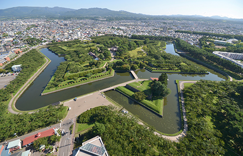 Enjoy a Bird's-Eye View of the Huge Star-Shaped Fortress from the Adjoining Goryokaku Tower Observatory
