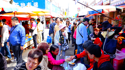 Hakodate Morning Market is a great place for tourists
